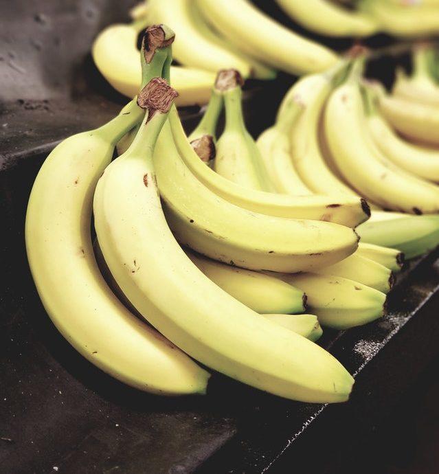 banana plátanos fruta madura natural alimento food