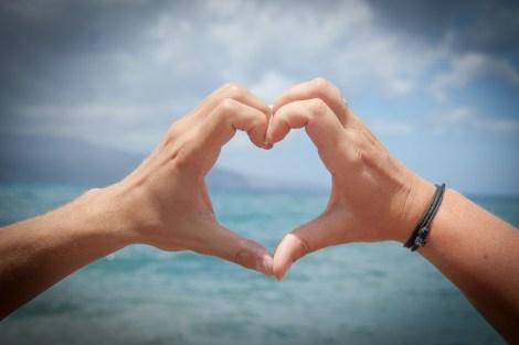 heart- corazón cuore love amor amore hands manos