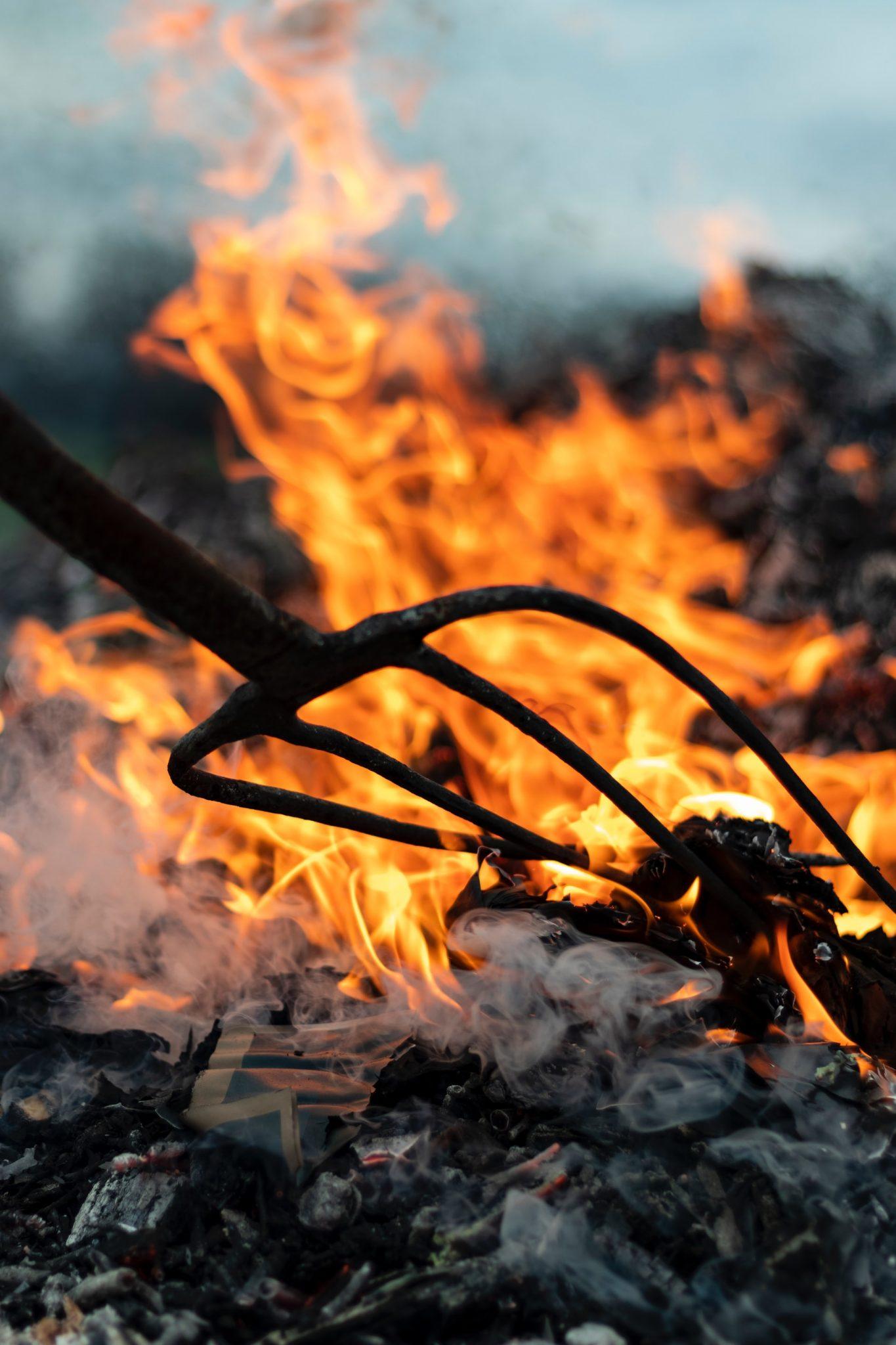 fire fuoco fork horca bonfire forge hoguera