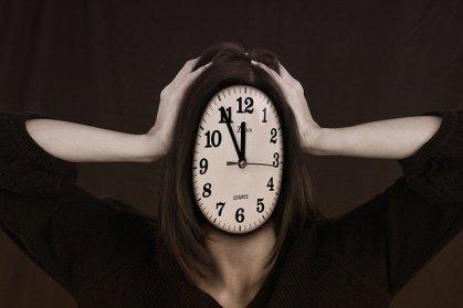 L' INERZIA DEGLI ADOLESCENTI 17 ANNI: L' ETÀ DEL TERRORE tempo