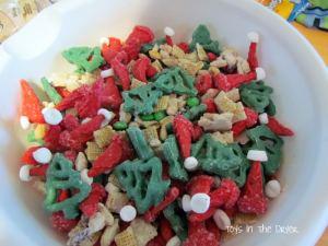 Santa Trail Mix, trail mix, Christmas dessert