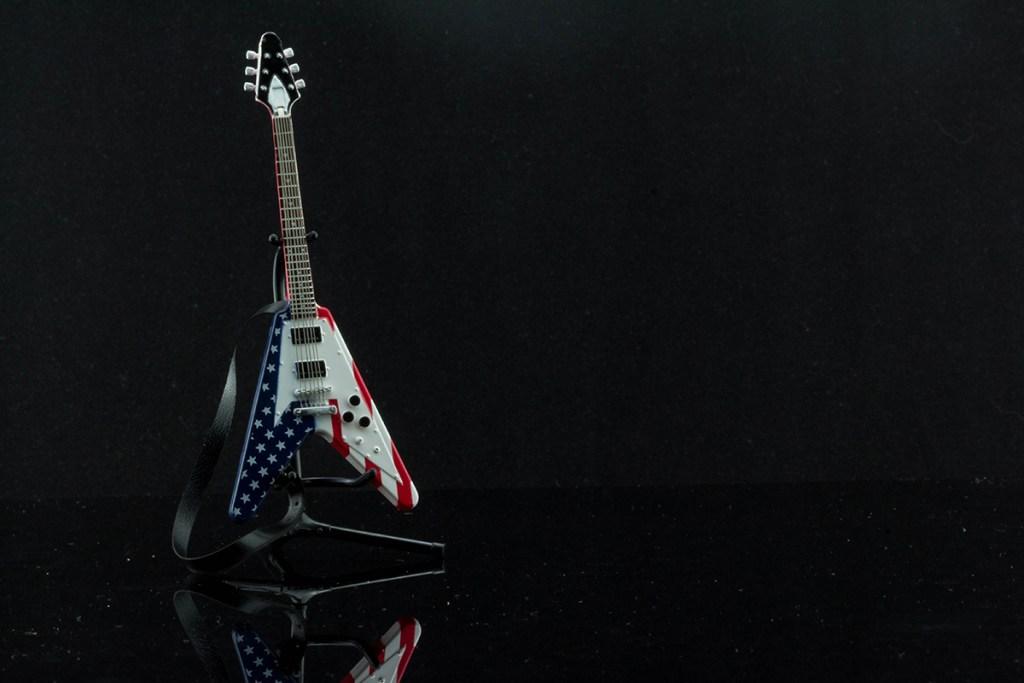 F-Toys 1:12 Guitar Flying V