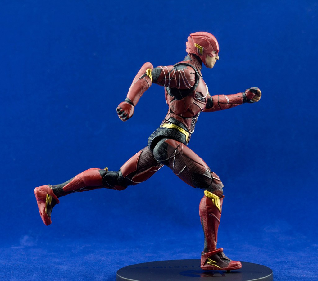 S.H. Figuarts Flash vs DC Multiverse Flash