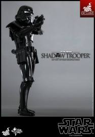 hot-toys-star-wars-shadow-trooper-3