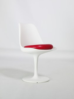 1-12-reina-design-interior-collection-designers-chairs-vol-1-no-8-eero-saarinen-1956-tulip-chair-513-wht-red-08
