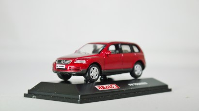 REAL-X COL 1-72 127 VOLKSWAGEN TOUAREG Drk Red 02
