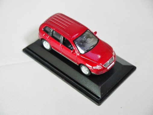 REAL-X COL 1-72 127 VOLKSWAGEN TOUAREG Drk Red 04