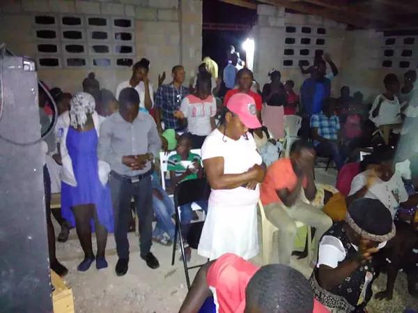 Iglesia Fond De Blancs Almas Recibiendo