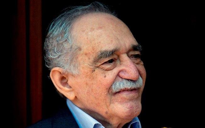 No dia de seu aniversário (06/03/2014), Gabriel García Márquez cumprimenta fãs do lado de fora de sua casa na Cidade do México. Foto: AP