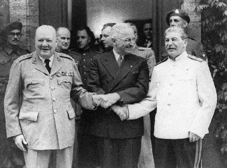 Churchill, Truman e Stalin, no tempo em tudo eram rosas.