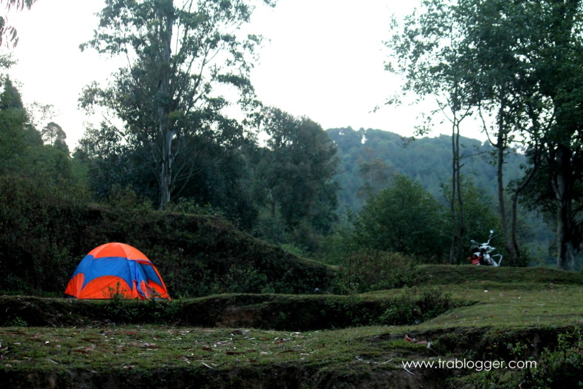 trablogger's_ camping in nepal
