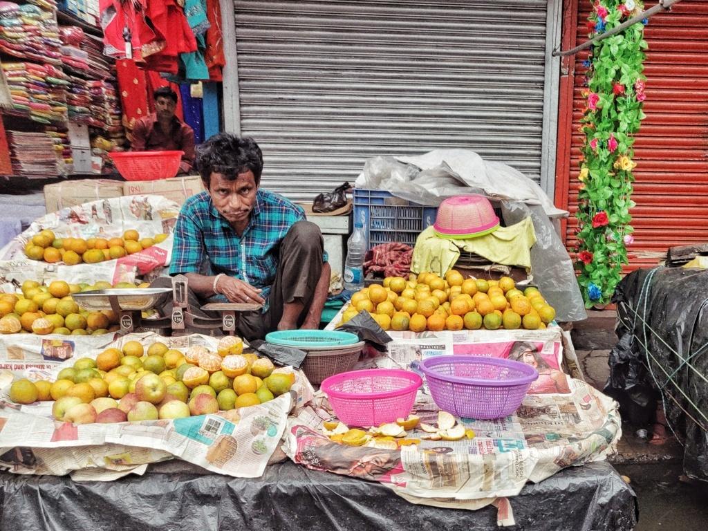 Trabloggers_ kolkata street photography vegetble seller
