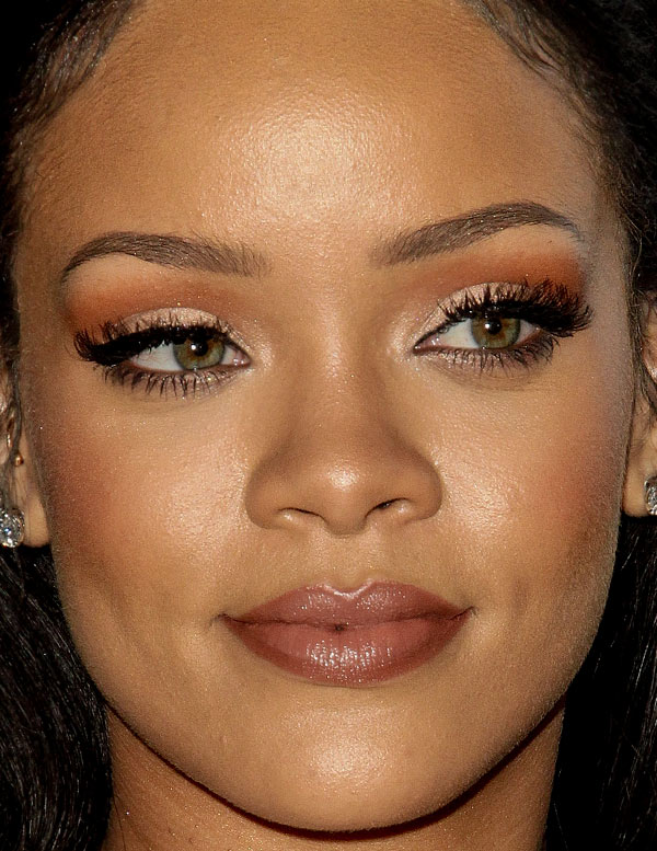 rihanna-close-up