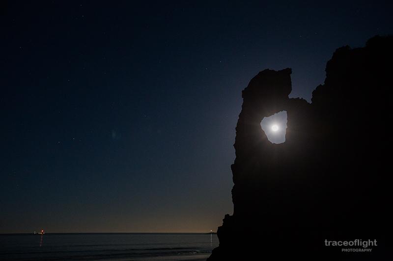 traceoflight_moon