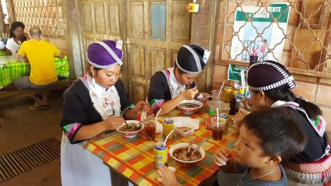 costume hmong