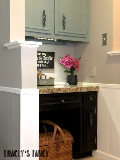 Step-by-step instructions for fast and easy painting kitchen cabinets with Dixie Belle Chalk Paint | Tracey's Fancy