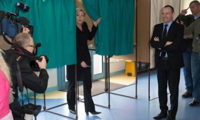 Marine Le Pen votes
