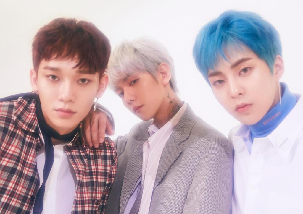 """A sub unit EXO-CBX, formada por Chen, Baekhyun e Xiumin, no ensaio para o álbum """"Blooming Days""""."""