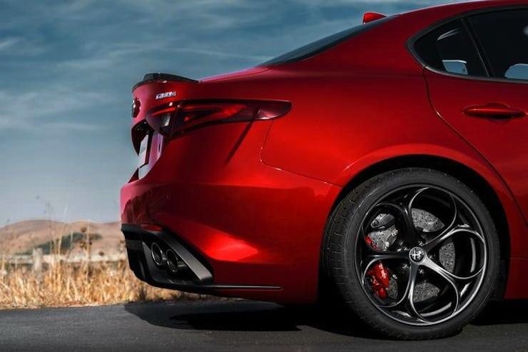 Alfa-Romeo-Giulia-rearend