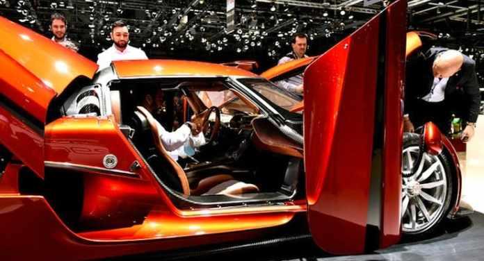 Koenigsegg Regera doors open