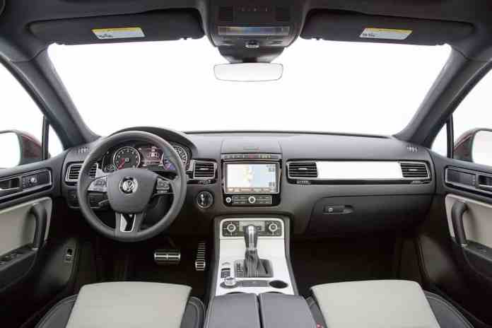 2017 Volkswagen Touareg Review cabin front