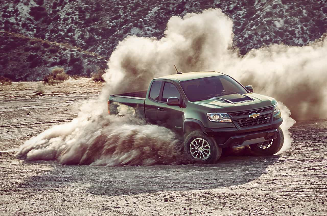 2017 chevrolet colorado zr2 front dirt