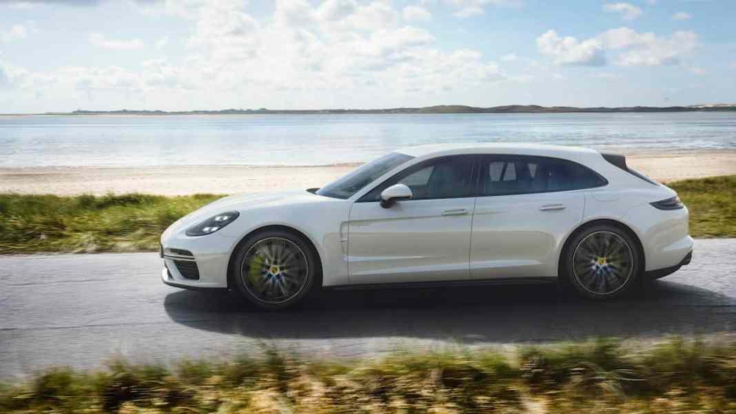 2018 Porsche Panamera Turbo S E-Hybrid Sport Turismo front