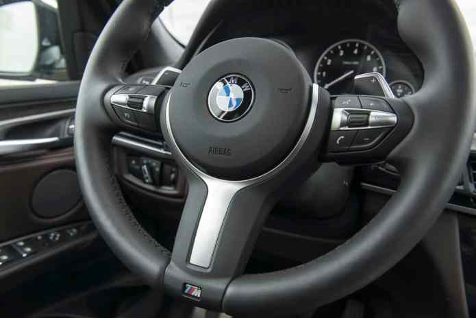 2017 BMW X5 xDrive40e iPerformance review steering wheel