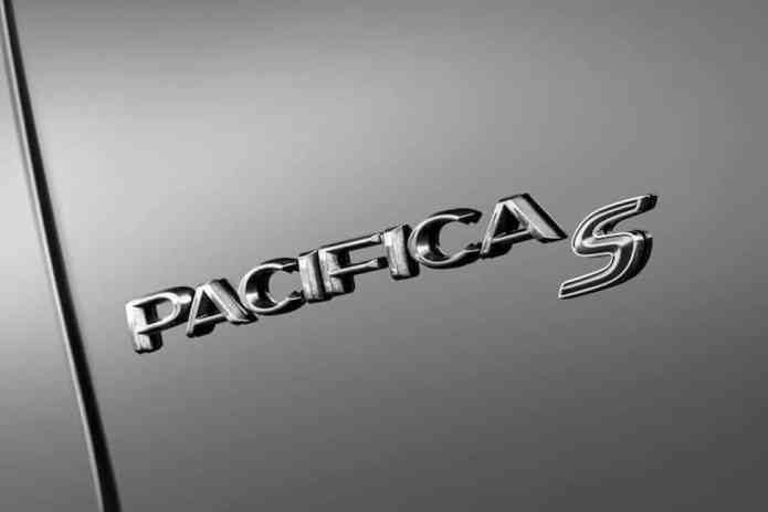 2018 Chrysler Pacifica with S Appearance Package logo