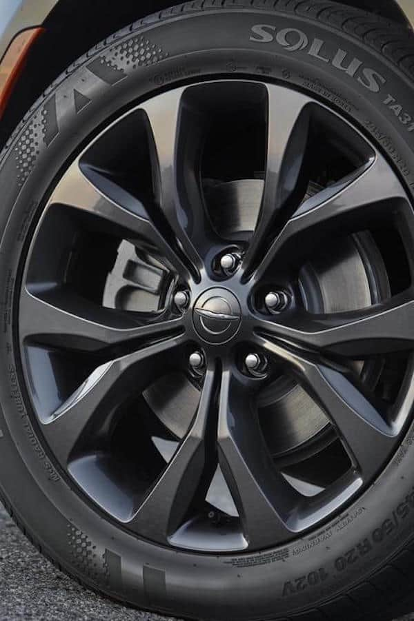 2018 Chrysler Pacifica with S Appearance Package wheel