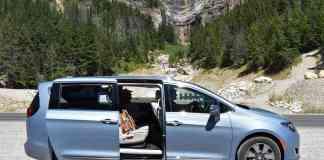2017 Chrysler Pacifica Hybrid Review door open