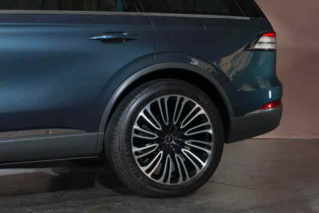 2019 Lincoln Aviator SUV first look