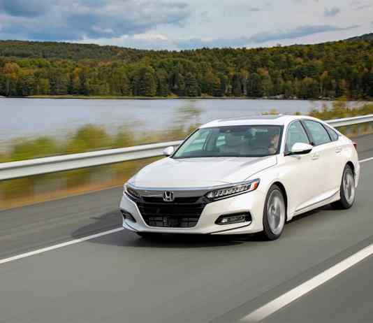 2018 Honda Accord Touring front rolling