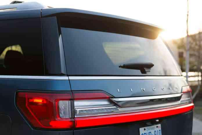 2018 Lincoln Navigator rear view sunset