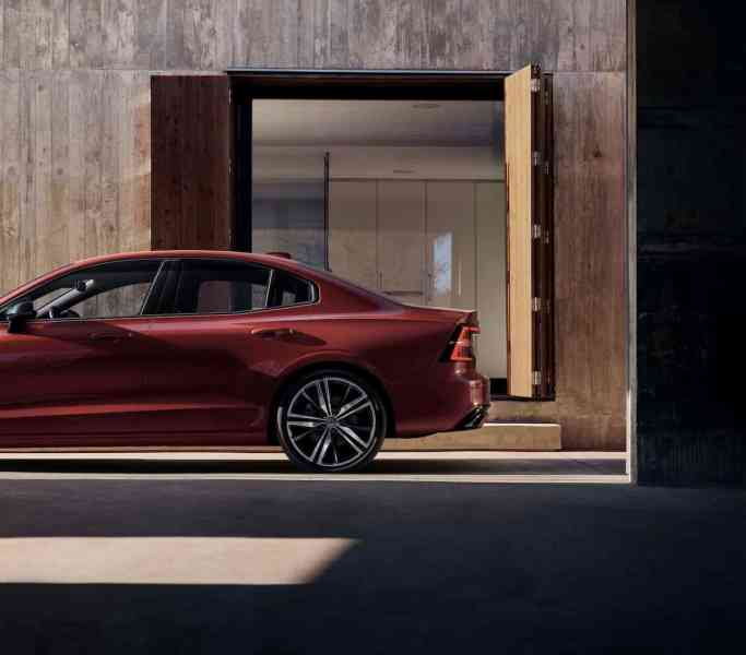 2019 volvo s60 sports sedan side view