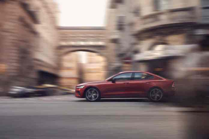 2019 volvo s60 sports sedan side moving