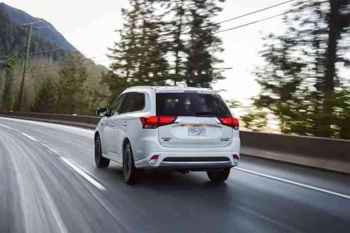 Mitsubishi Outlander PHEV rear driving profile