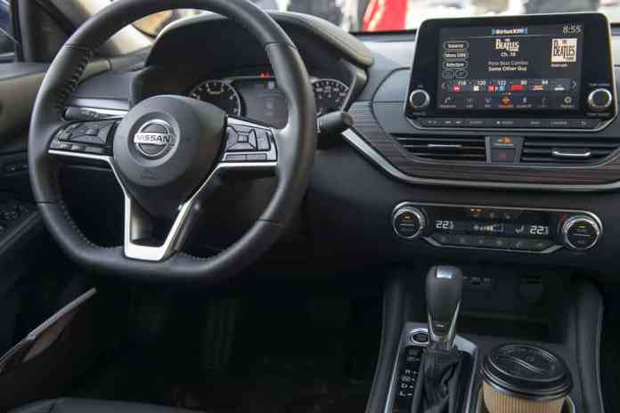 2019 nissan altima awd interior tech and features