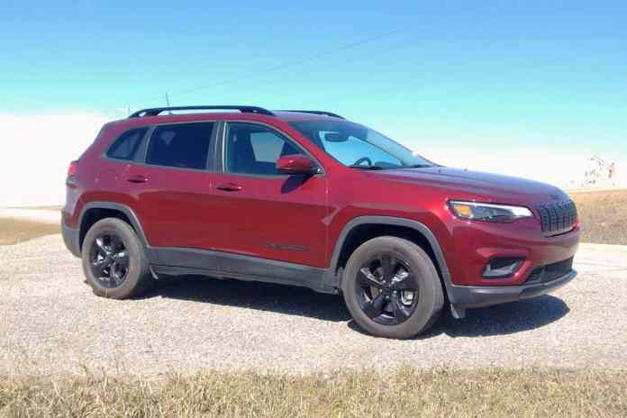 2019 jeep cherokee front view of the latitude or north trim