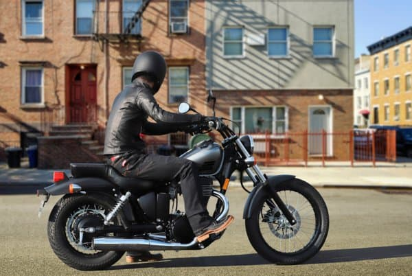 2019-Suzuki-Boulevard-riding