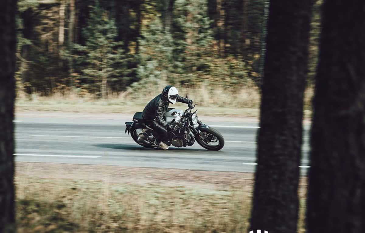 Husqvarna Vitpilen 401 riding