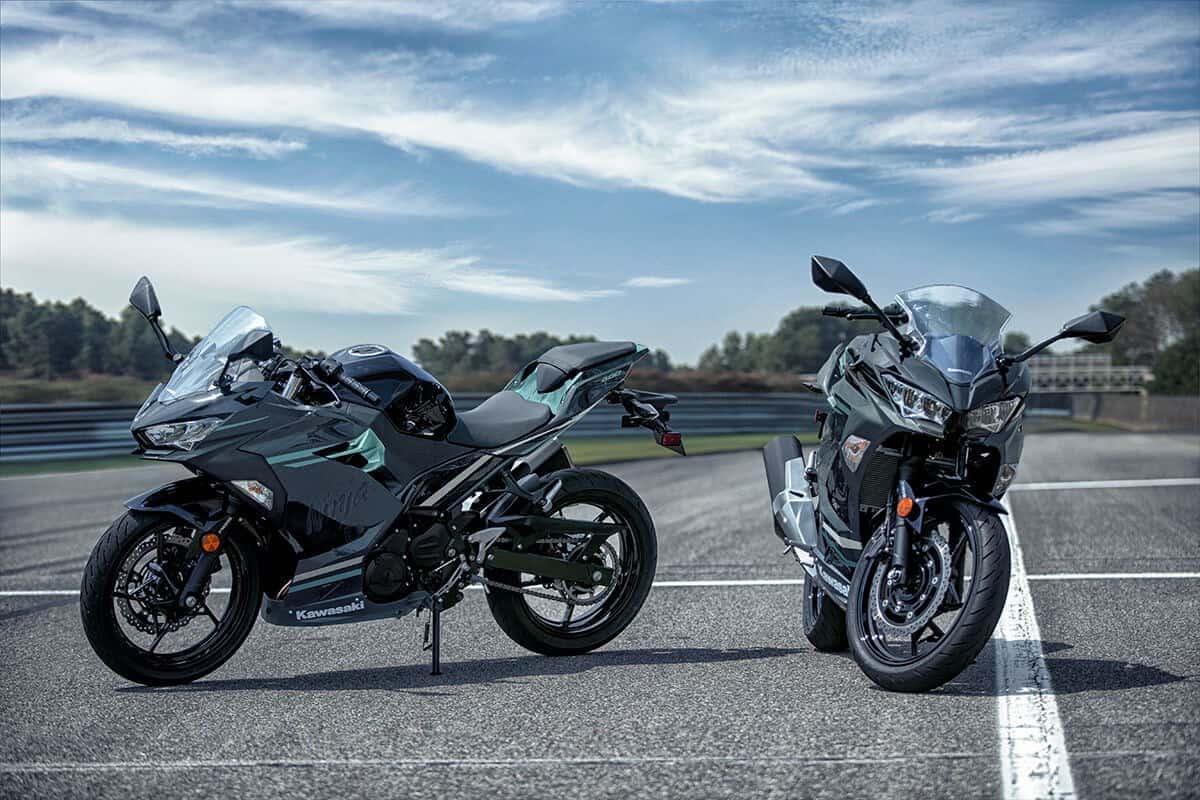Kawasaki Ninja 400 side by side