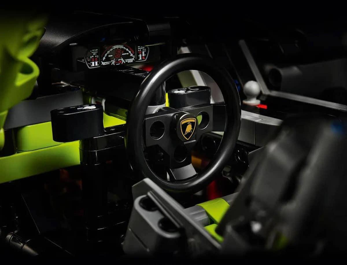 Lego Technic Lamborghini Sián FKP 37 cockpit