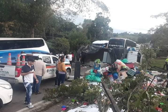 accidente de tránsito bus y camión nov 20