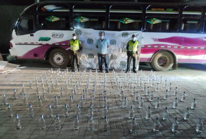 bus con botellas de ag7uardiente adulterado