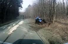 quand un camion essaie de depasser un tracteur