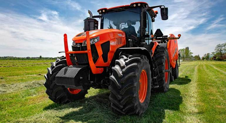 Kubota-M8_In_Field_Front_Angle-3MB