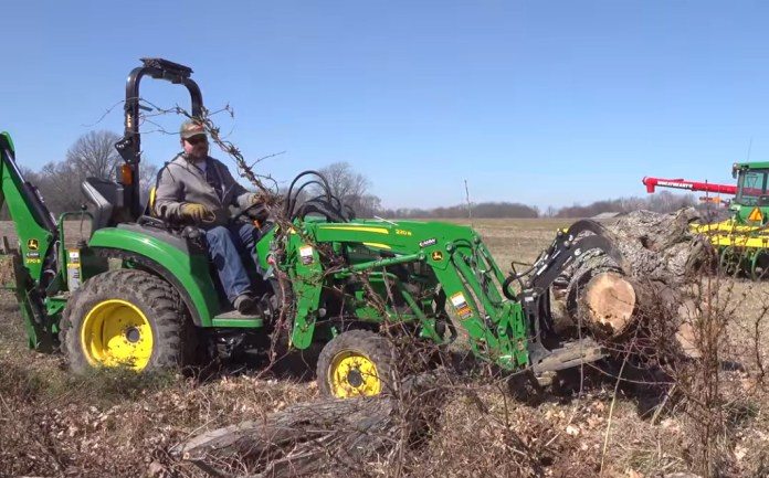 2038r with grapple and tree