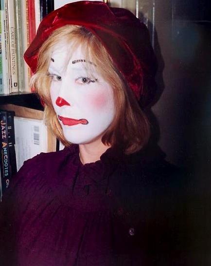 snapshot-serious-clown