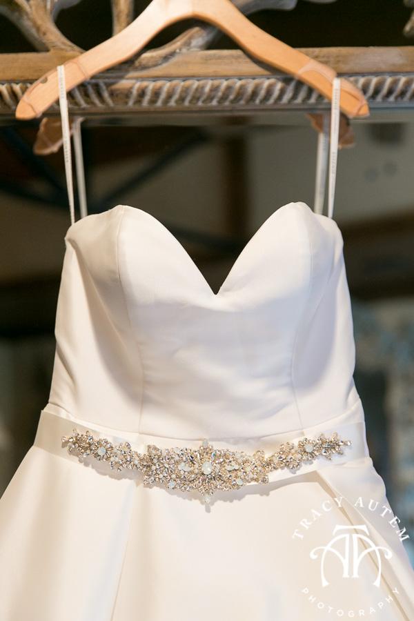 laura-and-david-wedding-details-classic-oaks-venue-wedding-reception-ideas-purple-tcu-flowers-justines-love-sign-rustic-tracy-autem-photography-0003